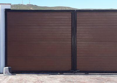 Puerta Corredera con Puerta de Paso