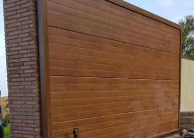 Puerta corredera con panel embero uniacanalado