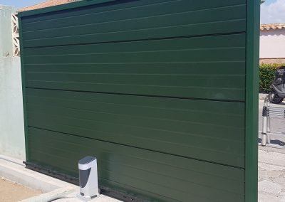 Puerta de Garaje Verde Exterior
